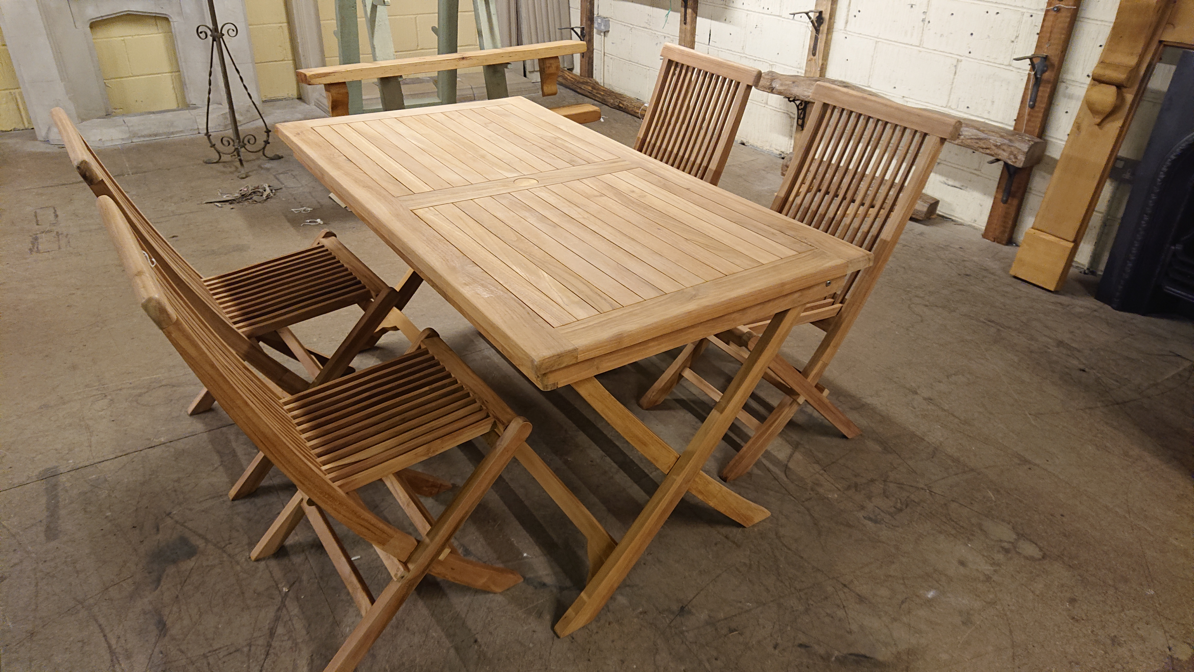 <p>Rectangle Teak Table with 4 chairs.</p><p>Table and chairs fold up.</p><p>Table 150 x 80</p>