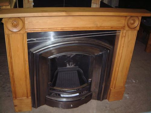 Tavey Roundhall Pine Surround