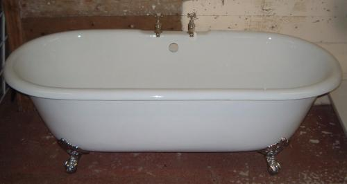 Cast iron double ended bath with claw and ball feet<br>1700 lenght x 590 high x 770 mm wide